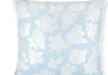 Perna cu puf si pana de gasca 40×40 cm alb cu trandafiri argintii